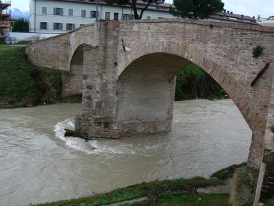 <!--:it-->Ponte Topino<!--:-->